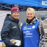 Annika Kokko ja Marjo Hyvinkään vaaliteltalla 2.4.2011