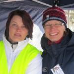 Paula Irva ja Marjo Keravan vaaliteltalla 2.4.2011